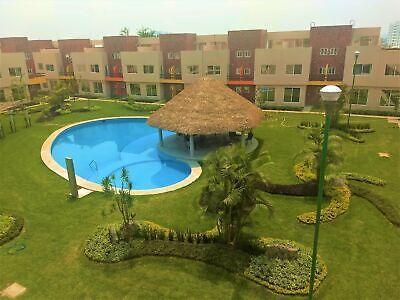 Casas con alberca, amplias áreas verdes, acabados de lujo!