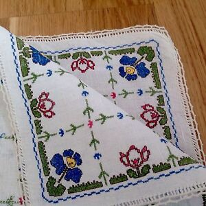 Vintage-Hand-Embroidered-White-Linen-Table-Centre-Cloth-Crochet-hem-18x18-inches