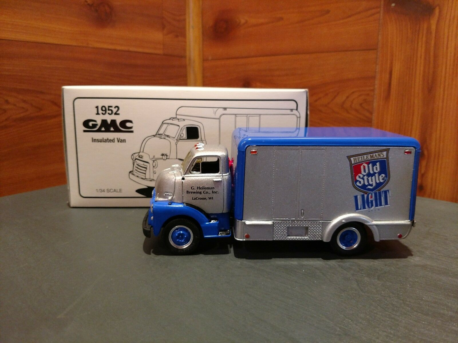 1 34 SCALE FIRST GEAR 1952 GMC G. HEILEMAN BREWING CO. INSULATED DELIVERY VAN