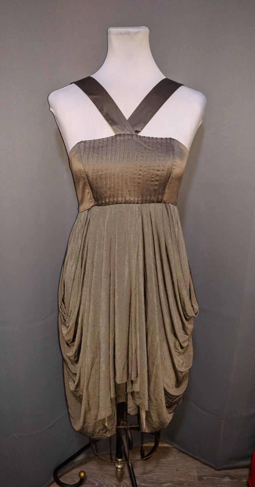 New NWOT Alice + Olivia   Alice and Olivia Silk Dress Army Green Halter Small S