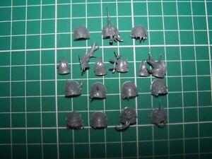 14-Plague-Marine-Shoulder-Pads-bits