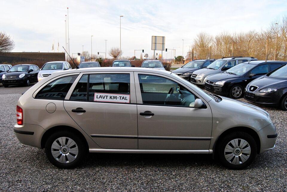 Skoda Fabia 1,2 12V Ambiente Combi Benzin modelår 2006 km