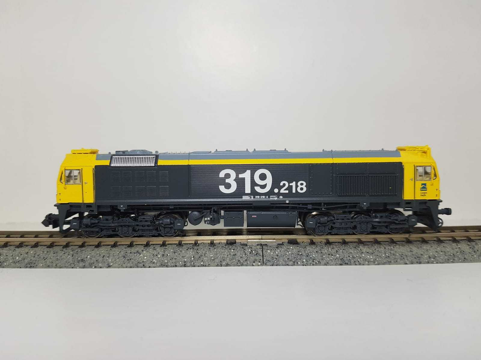 Toptrain - .TT70107 - Locomotora diesel RENFE 319 Taxi 319-218-4
