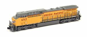 KATO-1767037-N-SCALE-GE-AC4400CW-Union-Pacific-UP-6717-DC-DCC-Ready-176-7037