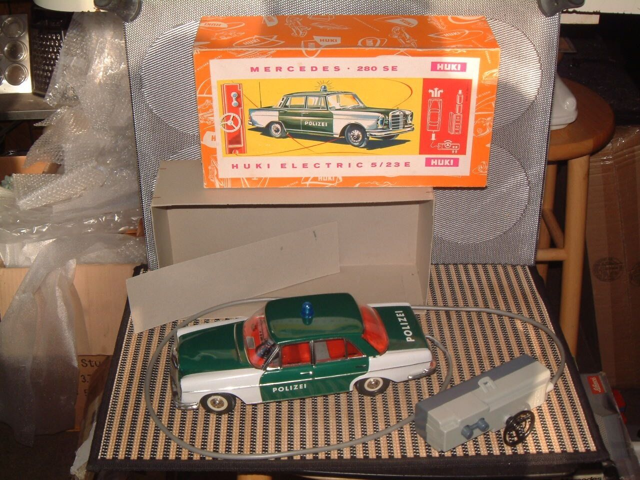 VINTAGE HUKI TIN, TETHErosso R/C MERCEDES 280 SE POLIZEI IN BOX FULLY WORKING