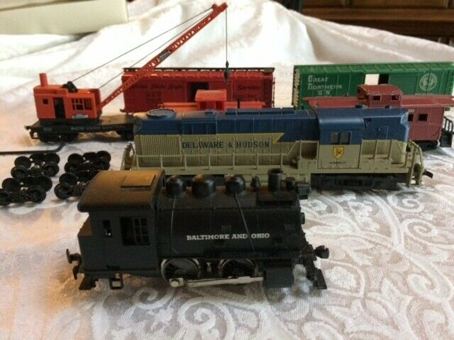 Vintage Assorted 1970s 1980s HO Freight Cars, Caboose, and Engines