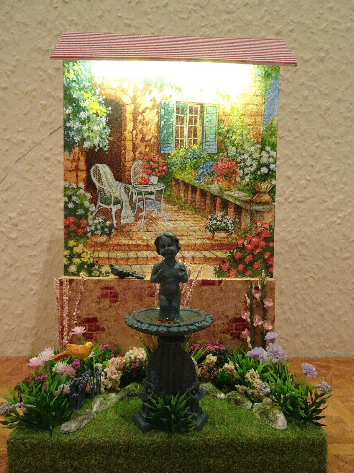 Miniatur-Szene 1 12 Garten Display  Brunnen  mit LED-Licht Puppenhaus Unikat