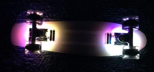 """Plastic Cruiser LED Light Board 22/"""" Penny Style Skateboard w LED lightup Wheels"""