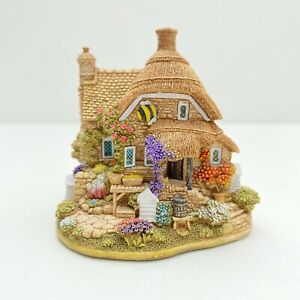 Lilliput-Lane-Little-Bee-L2317-SOM-00-01-boxed-With-Deeds