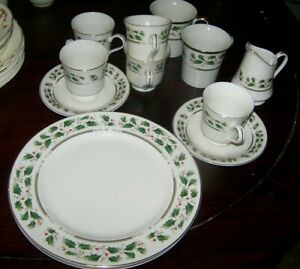 ROYAL-Limited-Japan-Holly-Holiday-Dinner-plates-coffee-cups-mugs-creamer-12pc
