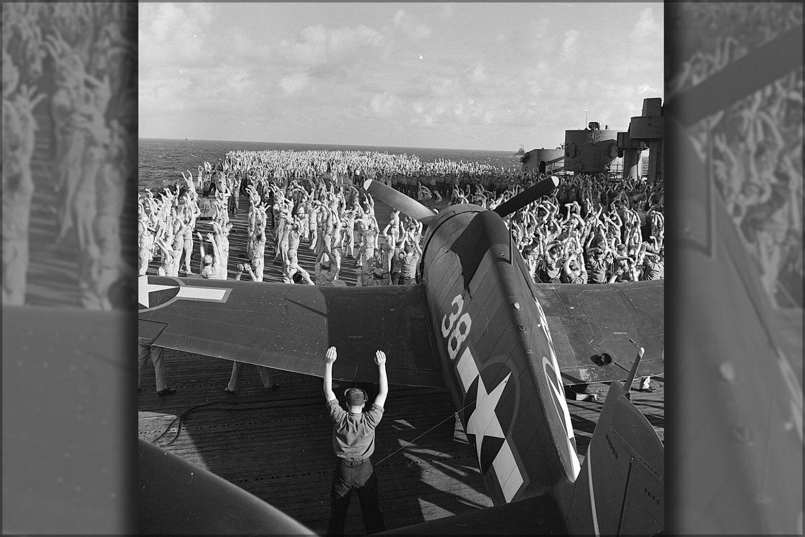 Poster, Molte Misure; Misure; Misure; Crew D' Uss Yorktown (Cv-10), Performs Mattina c3169e