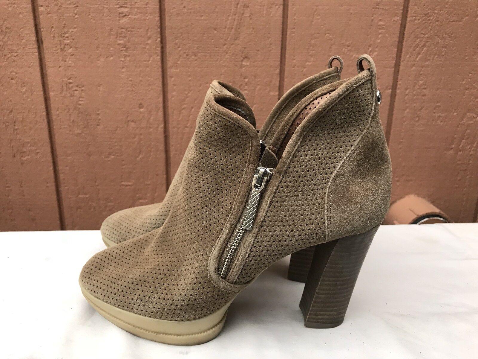 EUC Women's Ankle Boots D J Pliner Malta US 8.5 Beige Suede