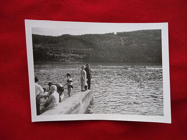 """""""am Rhein ?"""": Sw-fotografie, Sw-foto, 60-er Jahre, Urlauber, BadegÄste, Sommer!"""