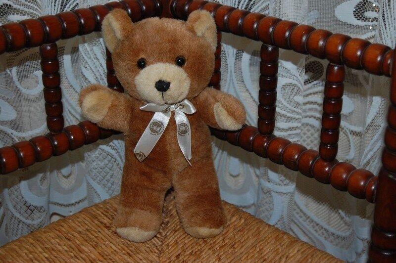 Innotextiles Good Bears of The World marrone Teddy Bear 2010