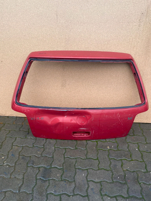 VW Golf 4 Red Tailgate
