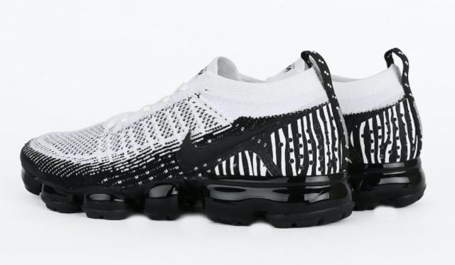 673a7a03240 Nike Air Vapormax Flyknit 2 Zebra Oreo Size 10.5. AV7973-100 max epic react