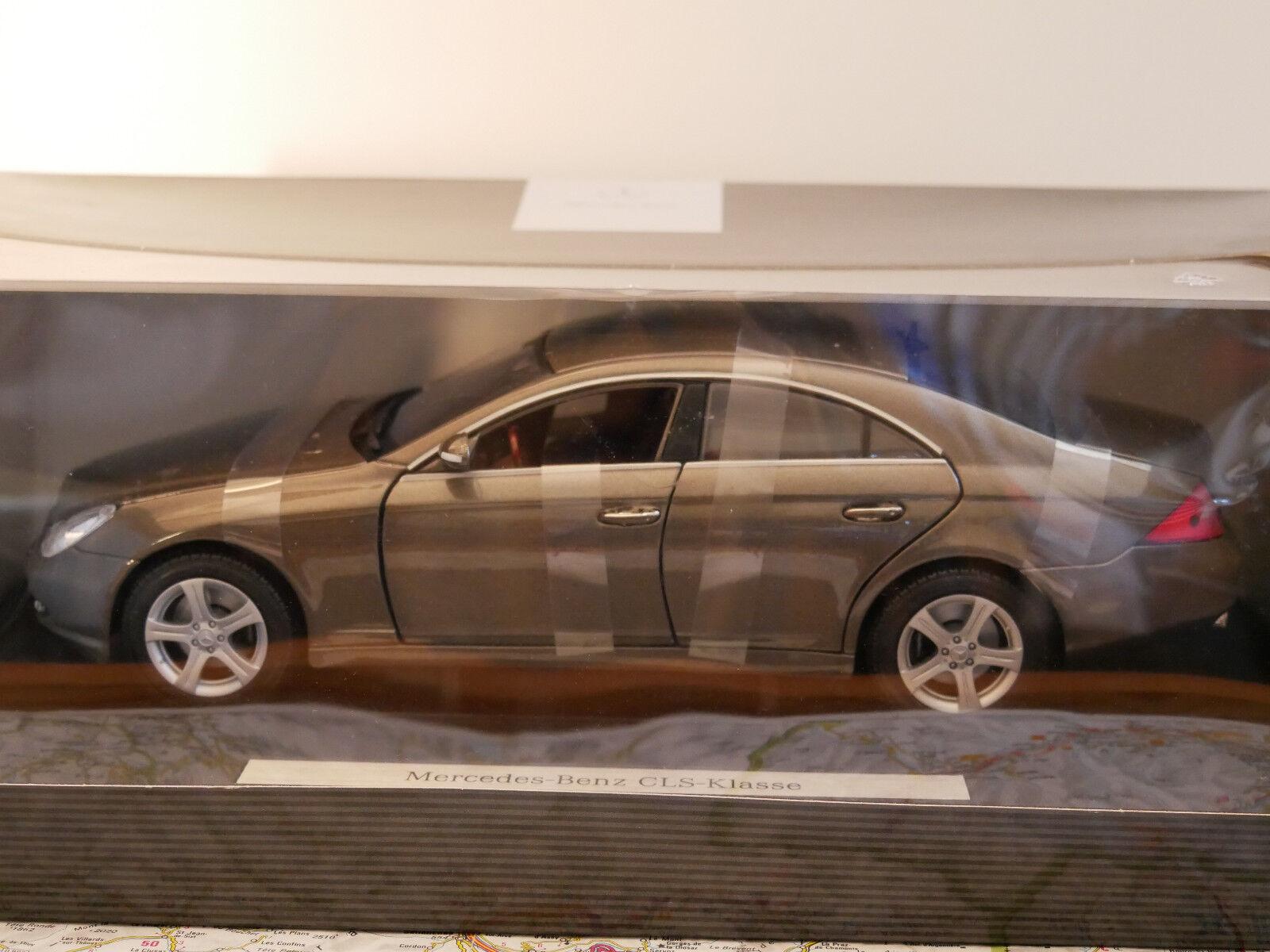 Mercedes-Benz  CLS - KLASSE gris  DEALER-VERSION nouveau DIE-CAST 1 18  en ligne