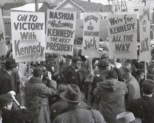 ROBERT F KENNEDY Lunch Break 1960 JFK Campaign PHOTO 137-q