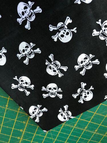 NEW Black /& White  Scull /& Crossbow Pirate Halloween Dog Bandana Neckerchief