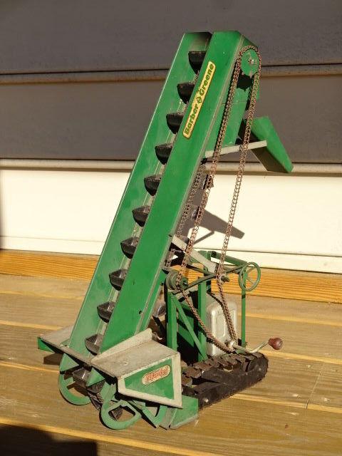 Old Vtg Model Toys Barber Barber Barber Green Pressed Steel Elevator Construction W Treads 287b5e