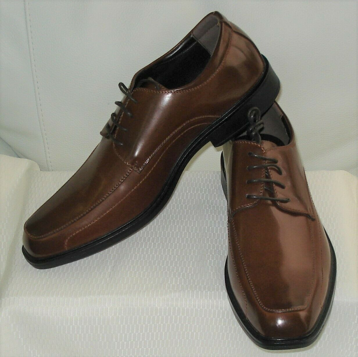KENNETH COLE LACE -UP OXFORD ( COGNAC ) NEW WITH BOX SIZE 11. M    1218-3