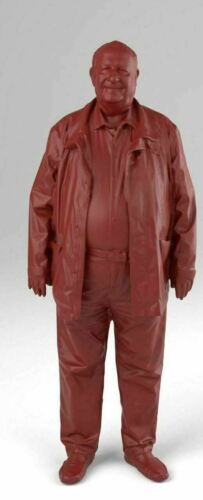 1:43//1:76 Finescale Figure Grandad Wearing Coat and Moccasins