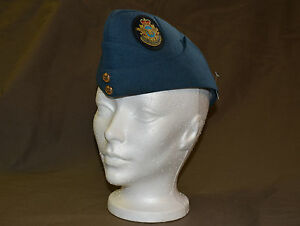 Used-Royal-Canadian-air-force-cadet-wedge-size-7-1-4-with-badge-refw3Box146