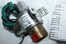JOHNSON CONTROLS THREE-WAY MULTIPURPOSE SOLENOID AIR VALVE V-2410-6 480v 50-60hz