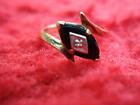 10K YELLOW GOLD RING WITH ONYX & DIAMOND - NICE VINTAGE LADIES RING