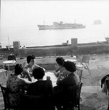 STROMBOLI c. 1950 - Terrasse Café Ferry Italie - Négatif 6 x 6 - ITAL 94