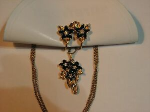 ...Avon Gold Tone,Crystals,Enamel Flowers Pendant Necklace & Earrings Set...