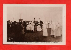 La-procession-des-penitents-en-Velay-J3306