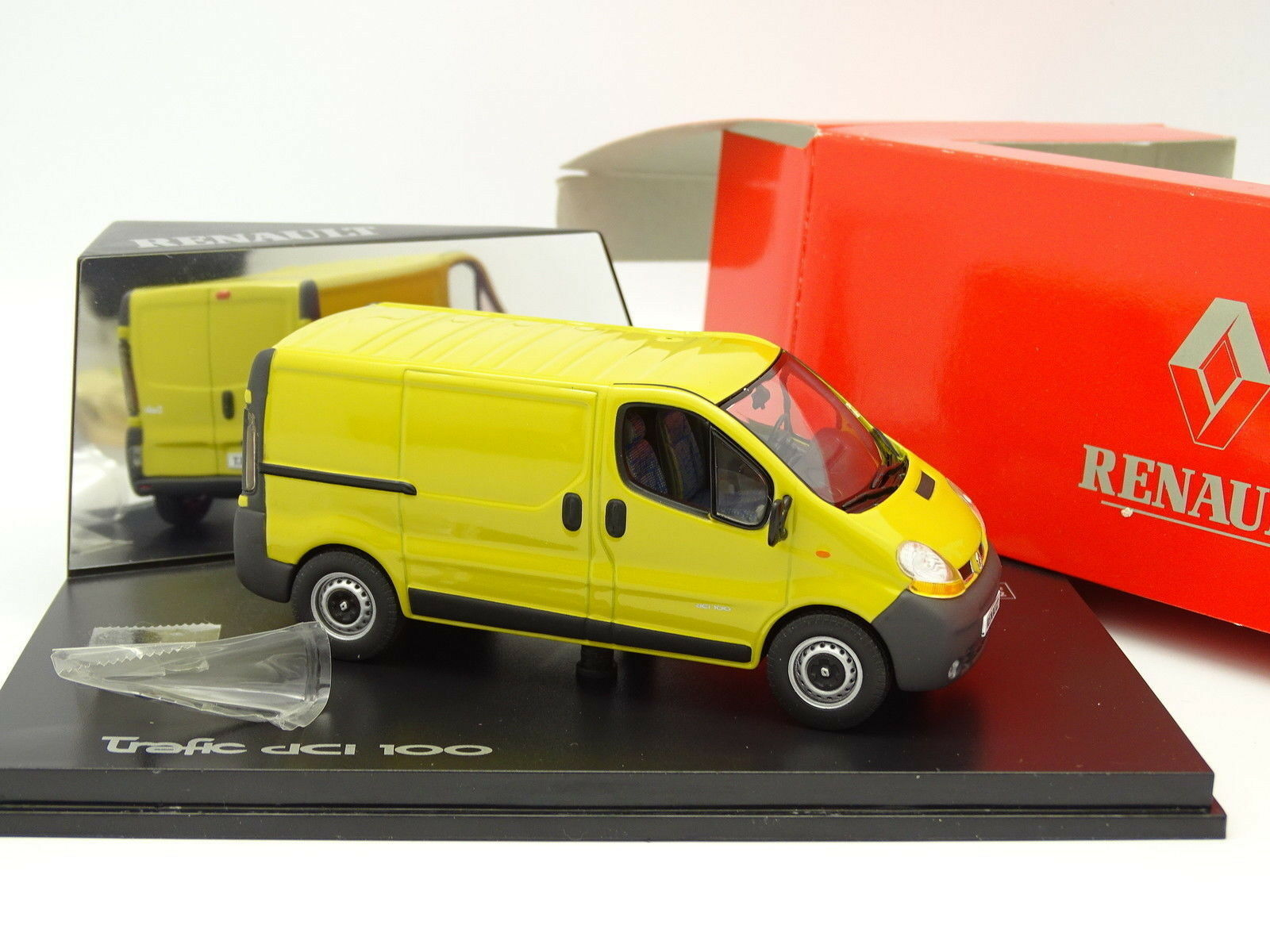 Norev 1 43 - Renault Traffic DCI 100 Combi Yellow
