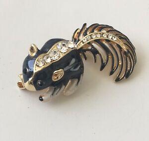 Adorable-Skunk-brooch-enamel-on-Gold-tone-metal-with-crystals