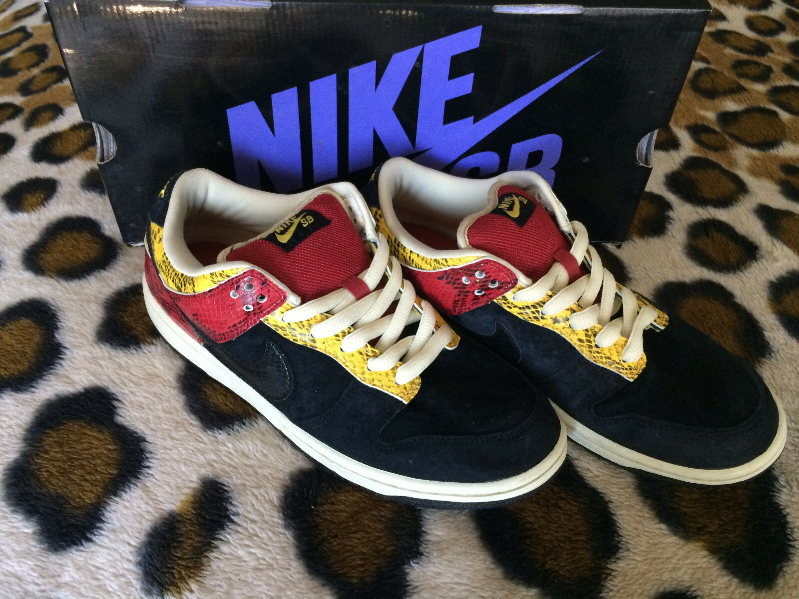 PRE-OWNED Premium Nike SB Dunk faible Premium PRE-OWNED SZ 8.5 Snake Goldenrod 313170-701 SUPREME a2e2dd