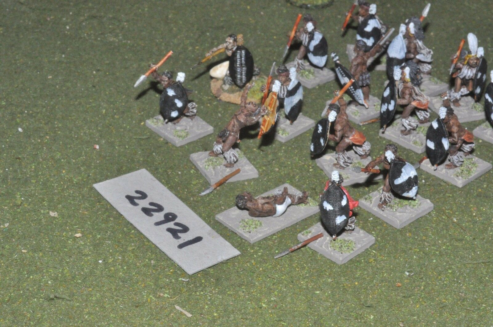 25mm 19th century   zulus - warriors 16 figures - inf (22921)