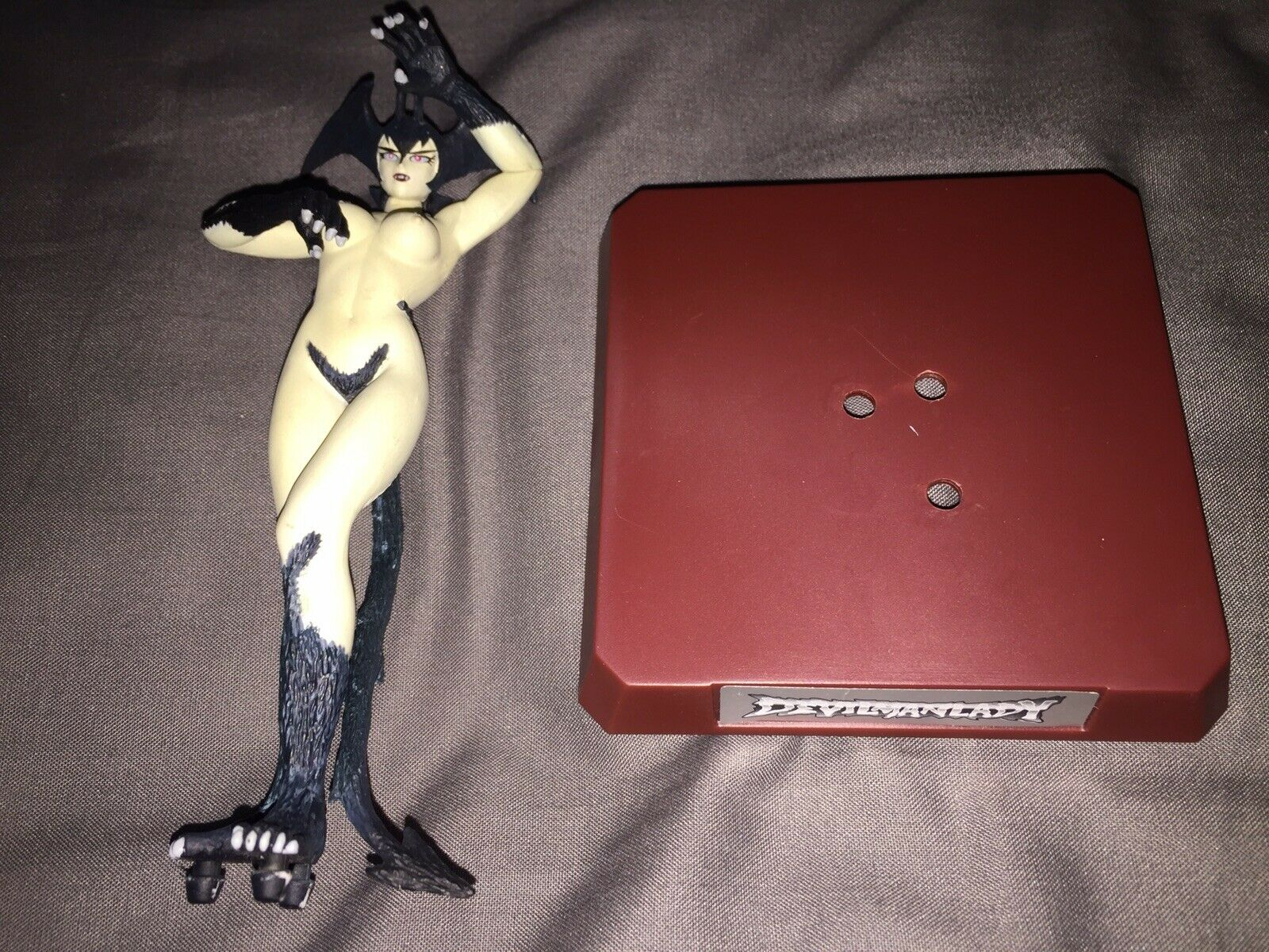 Muy raras Devilman Lady 14cm desnuda esculpida figura de colección con soporte de exhibición