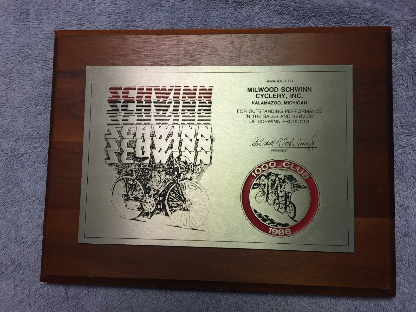 SCHWINN 1986 THOUSAND CLUB OUTSTANDING PERFORMANCE IN SALES AND SERVICE PLAQUE