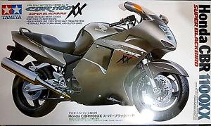 Honda-CBR-1100XX-Super-Blackbird-Tamiya-Kit-1-12-14070-Nuovo
