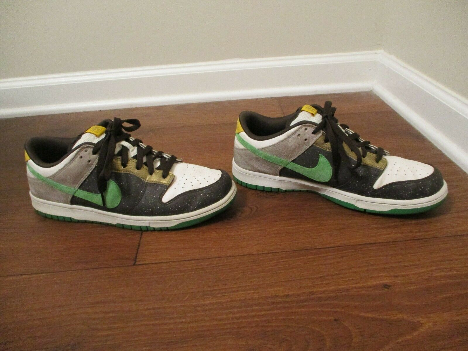Classico 2008 Usato Worn Sz  10.5 Nike Dunk Low 6.0 Scarpe Cenerentola Oscura, Hyper verde  negozio online