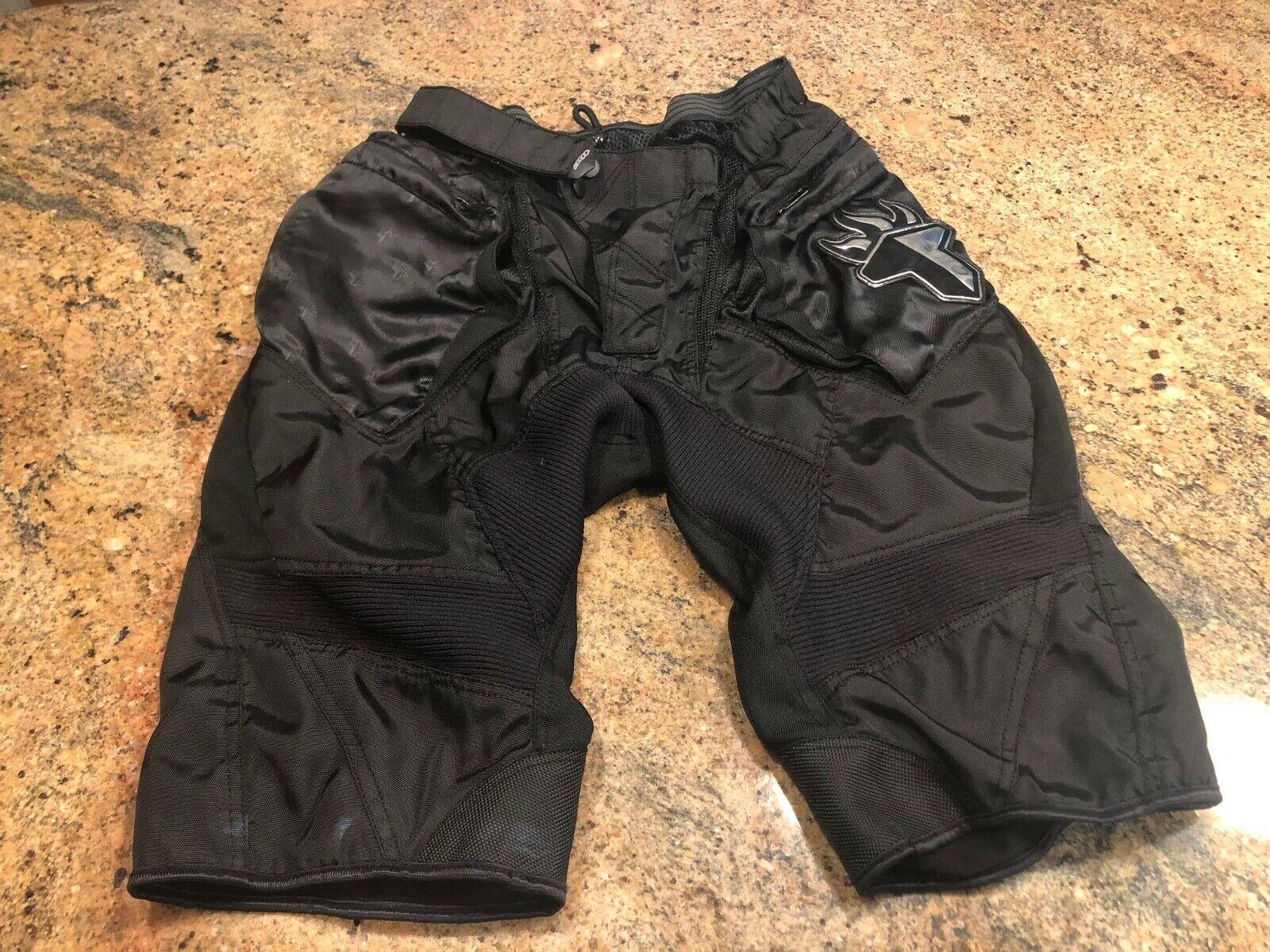 T.h.e. shorts para bicicletas de montaña son pequeños.Pantalones cortos
