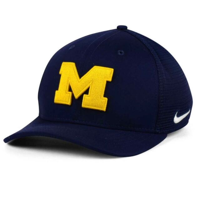 abeb74a6bb8 Michigan Wolverines Nike Team Issue S M Aero Swooshflex Mesh Back Fitted Cap  Hat