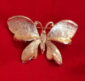 Vintage-goldtone-butterfly-brooch-Large-statement-solid
