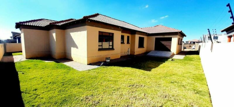 3 Bedroom house in Aerorand For Sale