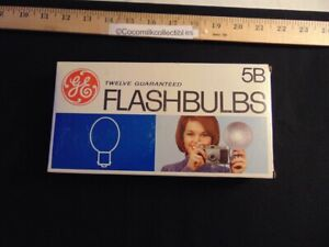 Vintage Camera FlashBulbs GE General Electric 12 Flashbulbs Type 5B Original Box