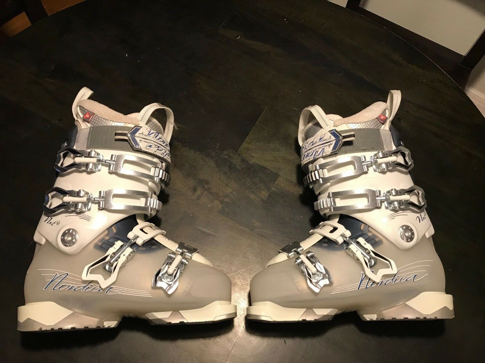 Nordica NXT N3 W     23.5 women's Ski Boots    used maybe four times