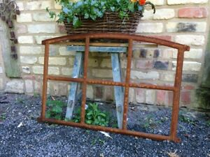Eisenfenster mit Stichbogen -schöne Antik-Form Stallfenster für Gartenmauer