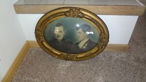 VINTAGE-PORTRAIT-OF-2-IN-AN-ANTIQUE-FRAME-WITH-CONVEX-GLASS-CIRCA-EARLY-1900-039-S