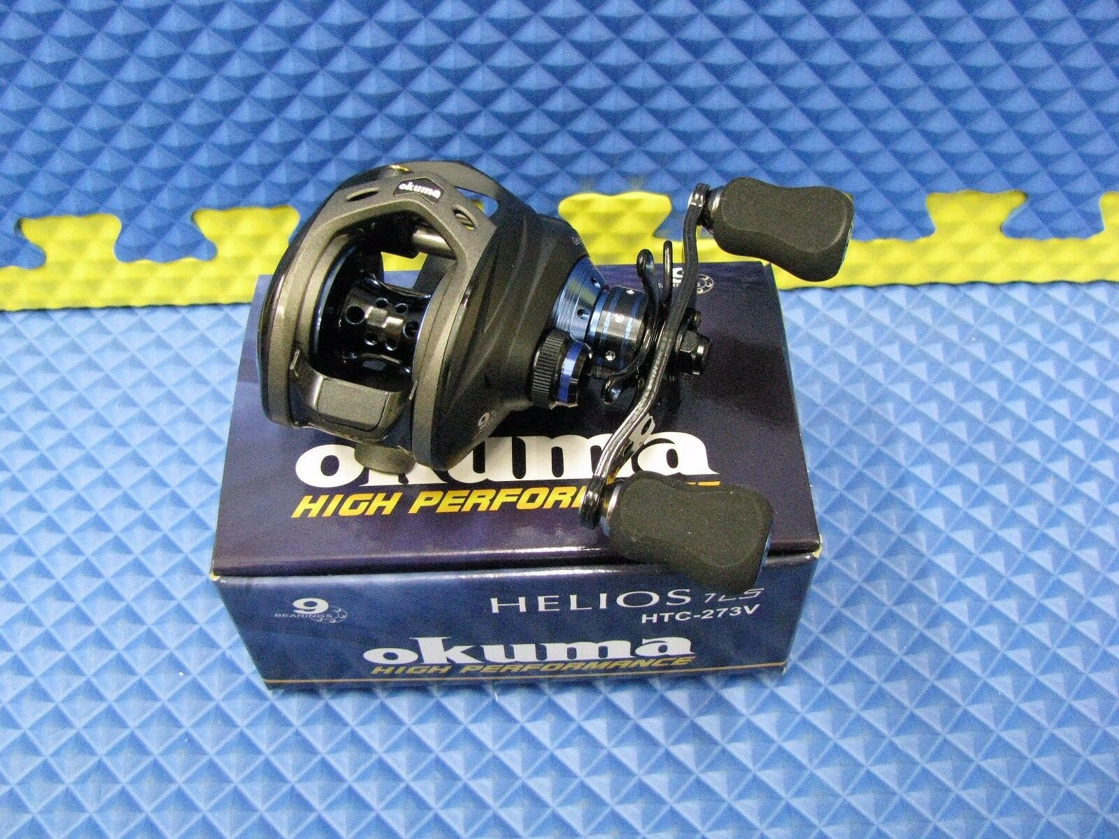 Okuma (HP) Helios TCS Blau Right Handed Niedrig Profile Baitcast Reel HTC-273V