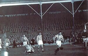Nostalgia-Postcard-March-1949-FA-CUP-Stoke-City-v-Blackpool-FC-Repro-Card-NS5
